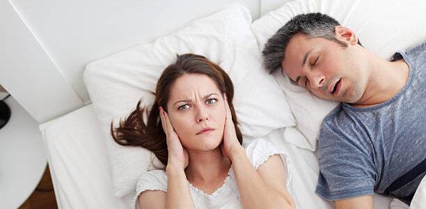 Koop een snurk beugel en maak een einde aan je gesnurk
